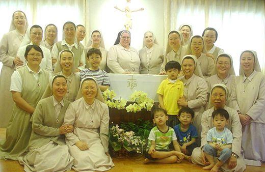 Fdz istituto figlie del divino zelo visita canonica for Piani della casa del sud